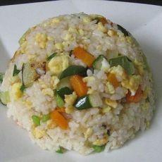 胡萝卜黄瓜蛋炒饭