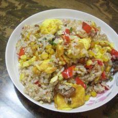 玉米粒炒鸡蛋米饭