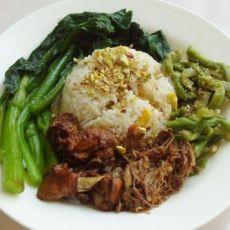 青菜鸡肉盖浇饭