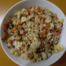 三色炒米饭的做法