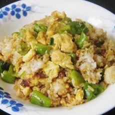 青椒酱油蛋炒饭