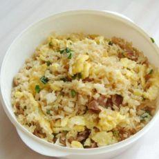 葱香腊肠蛋炒饭