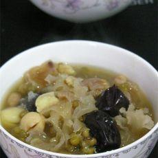 银耳莲子红枣绿豆粥的做法