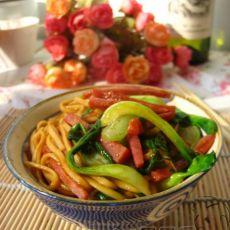 烤肠青菜炒面