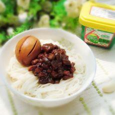 丝瓜卤蛋杂酱面的做法