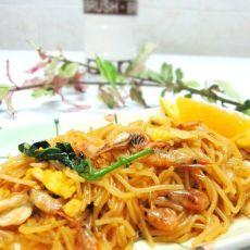鲜河虾炒米粉