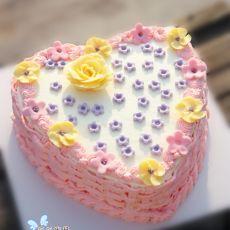 爱心奶油生日蛋糕