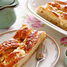 豆奶苹果夹心花卷甜面包