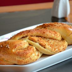 燕麦肉松麻花面包