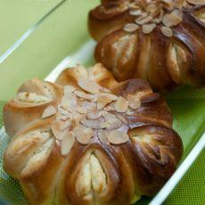 椰蓉乳酪花环面包