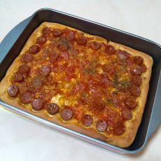 番茄烤肠披萨