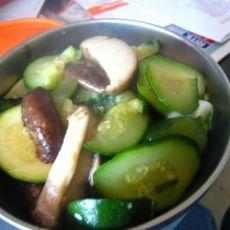 西葫芦炒鲜香菇
