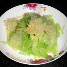 银耳芹菜的做法