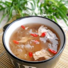 腐竹芡实银耳羹的做法
