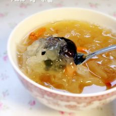 银耳红枣枸杞羹的做法