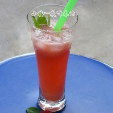 夏日冰爽饮品:梦幻杨梅汁的做法