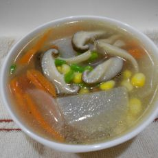 双菇萝卜玉米汤的做法