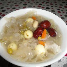 冰糖银耳莲子绿豆汤