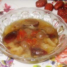 百合花红枣桂圆银耳汤