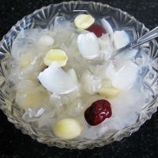 百合莲子银耳糖水