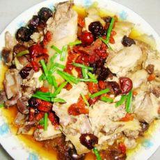 红枣枸杞蒸鸡的做法