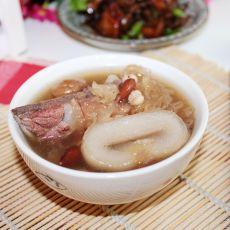 海底椰银耳猪骨汤的做法
