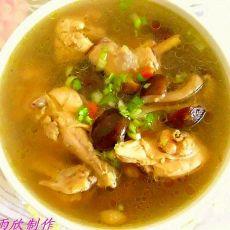 鸡肉炖香菇汤
