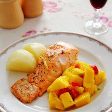 芒果沙拉配香煎三文鱼