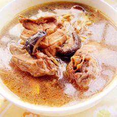 香菇黄花菜炖鸡的做法