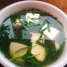 韭菜豆腐素汤的做法