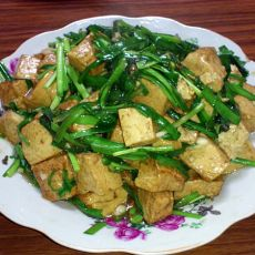 韭菜烧豆腐的做法