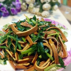 胡萝卜韭菜炒香干的做法