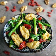 核桃枸杞炒韭菜的做法