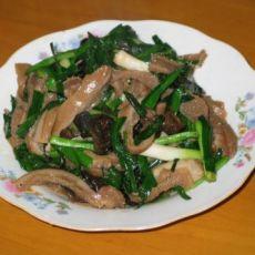 韭菜木耳炒肚片的做法