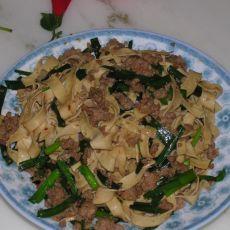 干豆腐丝炒韭菜