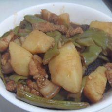 天气凉了,吃一道炖菜吧——土豆炖豆角的做法