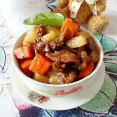 红萝卜土豆焖牛腩