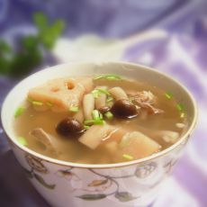 菌菇莲藕小排汤的做法