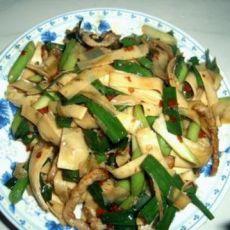 蒜苗豆腐皮炒肉丝