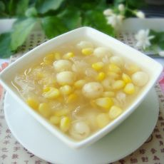 莲子甜玉米银耳羹的做法