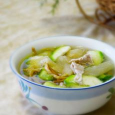 金针菜丝瓜瘦肉汤