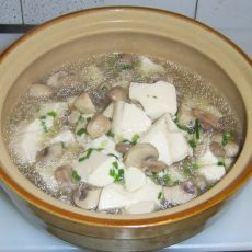 蘑菇肉片豆腐汤