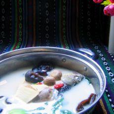 蘑菇鲫鱼汤的做法