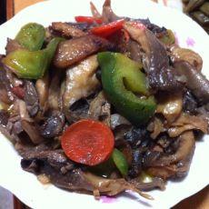蘑菇炒青椒的做法