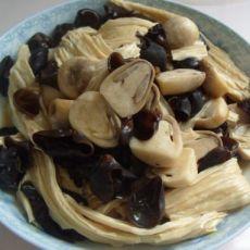 鲜美木耳炒腐竹香菇