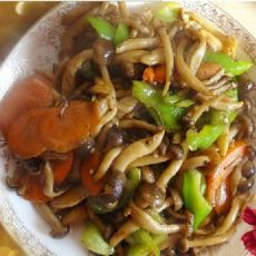 蘑菇炒青椒胡萝卜的做法