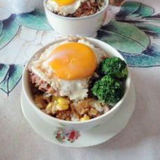冬菇肉饼窝蛋饭