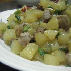 土豆丁炒肉丁