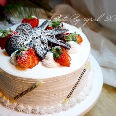 奥利奥草莓蛋糕的做法