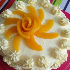 黄桃裱花蛋糕
